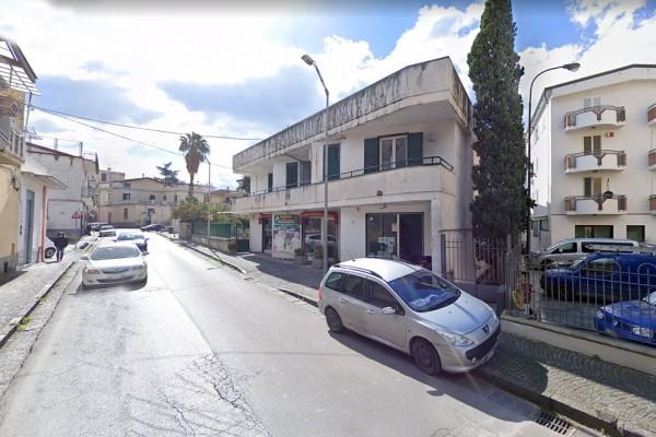 Palma Campania, bengalese spacciava yaba e hashish in salumeria: arrestato